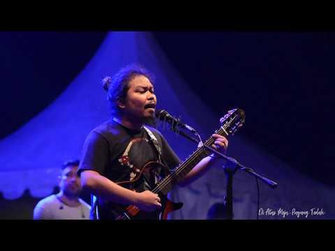 (CLOSEUP) DI ATAS MEJA - PAYUNG TEDUH (LIVE)