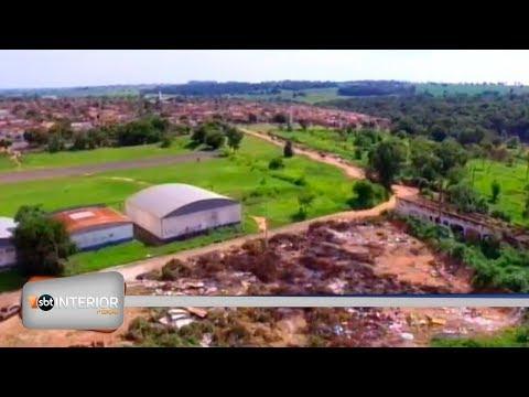 Lixão a céu aberto tem entulho e podas de árvores em Araçatuba