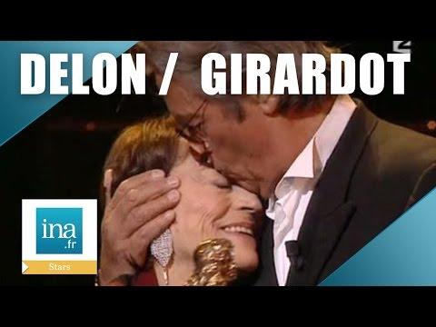 Alain Delon remet un Molière d'honneur  à Annie Girardot | Archive INA
