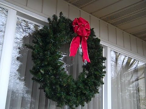 how to hang a wreath on a house