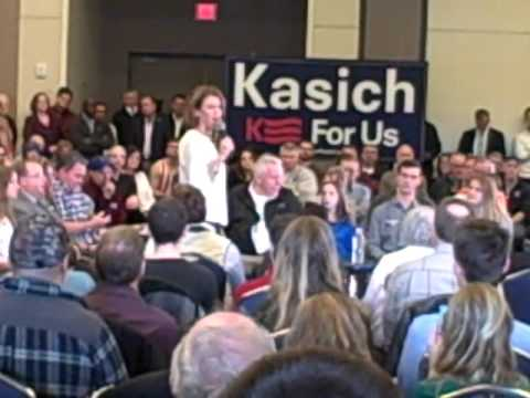 Karen Kasich speaking at rally