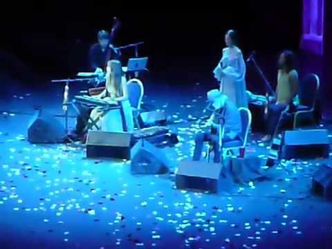 Сати Казанова на концерте Дэвы Премал в Москве 2017