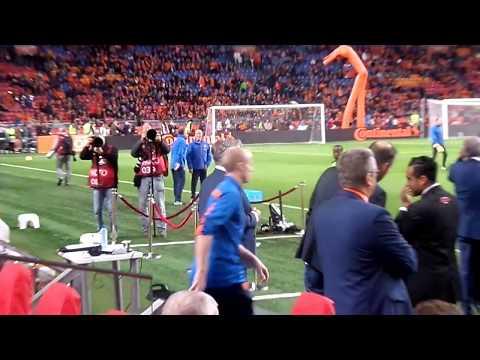 Guus Hiddink vóór wedstrijd Nederland-Letland