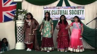 Pakistan Independence Day 2013   Girls Cultural Dance on Mane de Moj