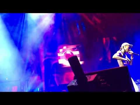 Wiz Khalifa & Snoop Dogg - No Social Media (Live at Perfect Vodka Amphitheater of High Road Tour)