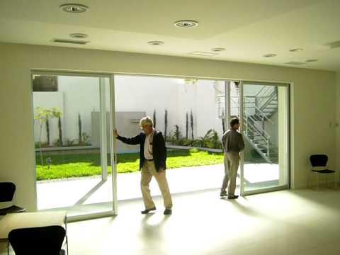 Ventana corrediza de 4 hojas vc aluminio youtube for Como fabricar ventanas de aluminio