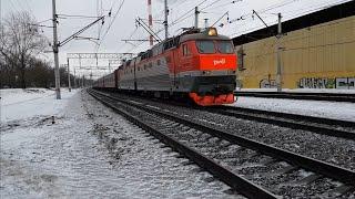 ЧС7-249 с поездом №15 Урал Екатеринбург-Москва у платформы Косино