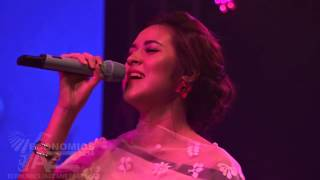 PEABO BRYSON FEAT RAISA A WHOLE NEW WORLD#ECONOMICS JAZZ LIVE KE 22 TAHUN 2016