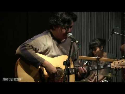 Float - Surrender @ Mostly Jazz 09/02/13 [HD]