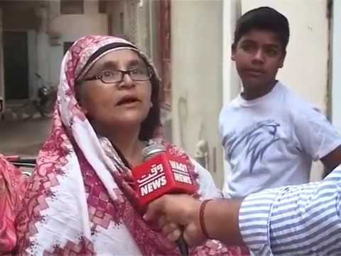 Amma Abuse Gormint on camara(funny Video) Ye bik gyi hai Gormint