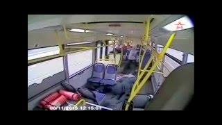 Автобус переехал пассажира на остановке в Москве