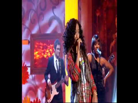 Solange Performs Sandcastle Disco on the Paul O'Grady Show