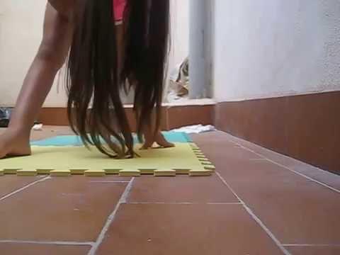 Гимнастика. Как научиться делать шпагат.