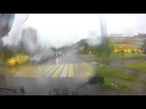 Как упасть на мотоцикле на рельсах в дождь?