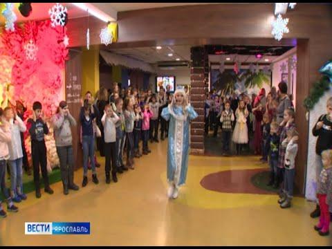 Благотворительная новогодняя елка для воспитанников детских домов в Ярославском дельфинарии