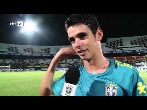 Oscar comemora 21 anos na véspera da partida contra a China