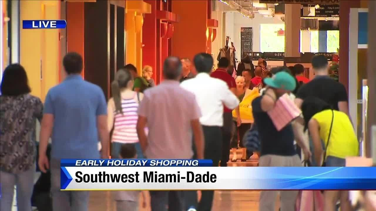 a0d7d512f Black Friday starts early at Dolphin Mall - YouTube