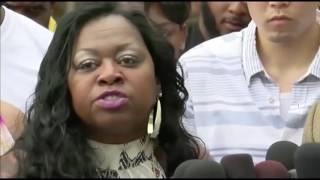 Philando Castile's mother reacts to verdict thumbnail