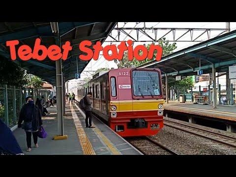 KERETA KRL COMMUTER LINE DI STASIUN TEBET SABTU PAGI. Trains at Tebet Station