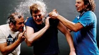 Sportfreunde Stiller - Im Namen der Freundschaft / Lyrics
