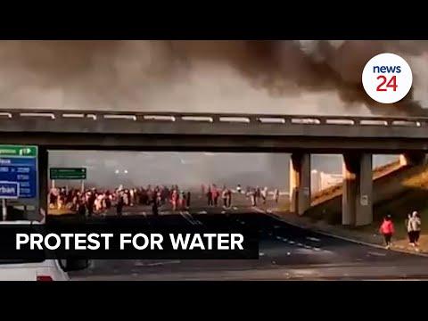 WATCH | Protesters shut down N2 and R102 in KwaZulu-Natal