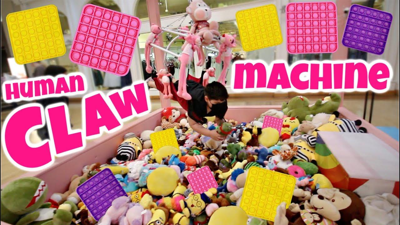 Human Claw Machine with Pop It Fidget Toys *GOLD RUSH MINI BRANDS*