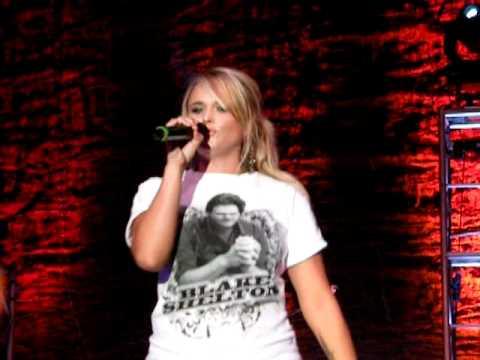 Blake Shelton - Miranda Lambert - Draggin the River Live