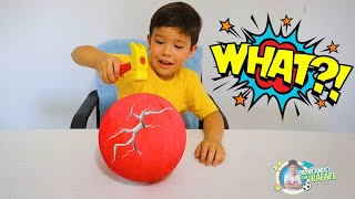 RAFAEL and JOÃO PEDRO Play with Colored Surprises