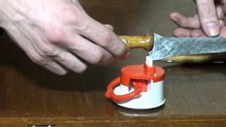 Заточка ножей дома !!! Универсальное приспособление для заточки ножей !!!(Как печально когда в доме не наточены ножи. Очень простой и доступный для любого метод заточки ножей при..., 2016-03-09T19:59:36.000Z)