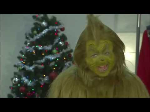 The Grinch Prepares for Christmas at Universal Studios (2011)