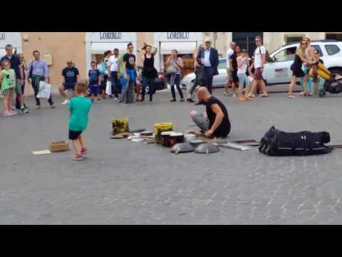 STREET ARTIST ROME  - ARTISTA DI STRADA A ROMA