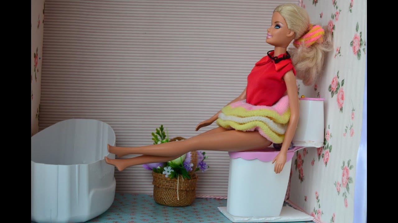 uma sanita vaso sanitario para bonecas banheiro da Barbie   #B81327 1600x1066 Banheiro Da Barbie De Papelão