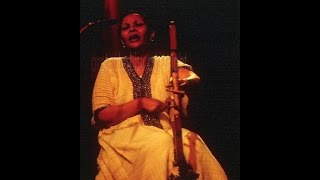 Asnakech Worku, Tizita, Tisita, a love song from Ethiopia played on the Krar, Lyra