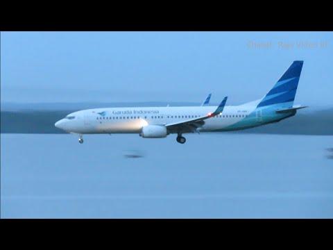 Garuda Indonesia Boeing 737-800NG PK-GMX Jakarta Sorong PP Landing dan Take Off di Bandara DEO