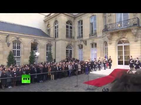 Matignon : passation de pouvoirs entre Manuel Valls et Bernard Cazeneuve (Direct du 06.12 - 2/2)