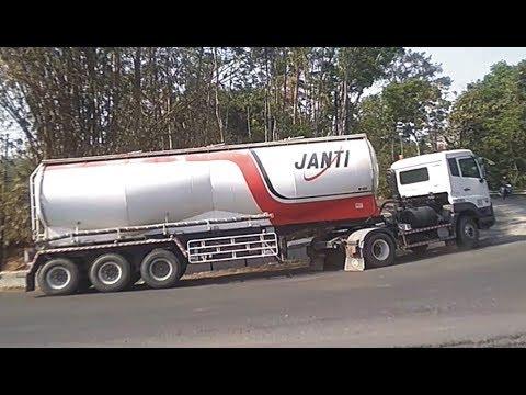 truck-trailer-tangki-truk-tronton-quester-ud-trucks-fuso-fighter-hino-500-isuzu-giga-tikungan-timez