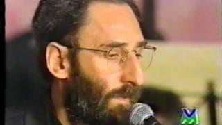 """Franco battiato esegue il credo dalla """"messa arcaica"""" (basilica superiore di assisi, 24 ottobre 1993). direttore d'orchestra è antonio ballista; l'orchest..."""
