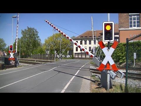 spoorwegovergang-nordhorn-(d)-//-railroad-crossing-//-bahnübergang