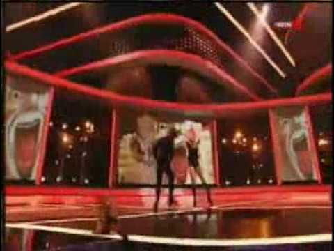 Britney Spears - Womanizer @ X Factor   Intro