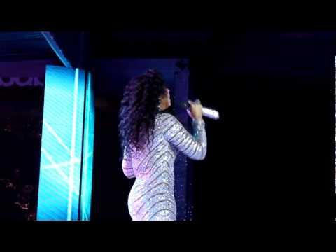 "Ashanti Sings ""I Have Nothing"" & ""I Will Always Love You"" (Tribute to Whitney Houston)"