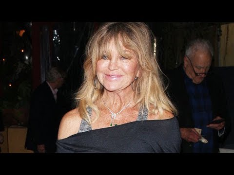 VIDEO: Goldie Hawn Dances to Outkast While Washing Dishes