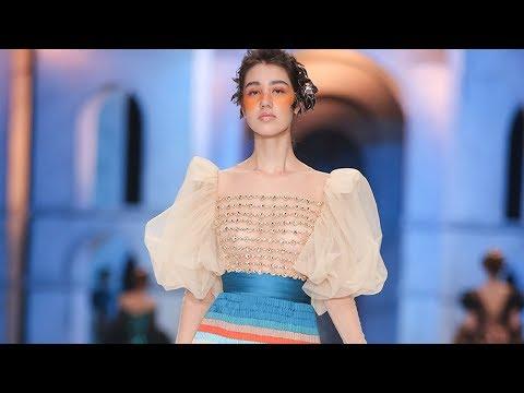 """Fashion Show Sebastian Gunawan Couture """"Whisper/ Roar"""""""