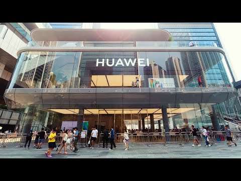 I Visited Huawei's World's First Flagship Store At The Opening Day 😱😀