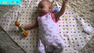 Рита сама играет с погремушкой. Прикольное смешное видео про детей. Sweet Mama