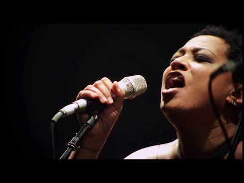 Lisa Fischer performing in Atlanta Oct. 28