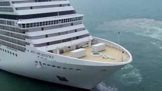 Quase Colisão Navio costa pacifica e MSC Orchestra 18-12-2011