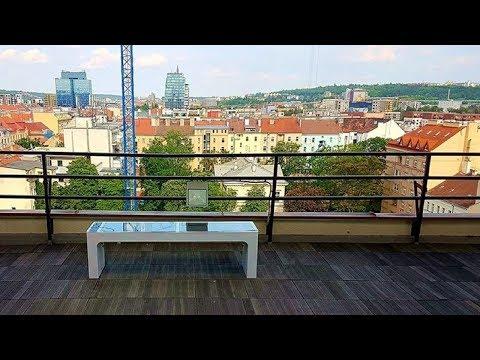 The smart bench in Prague