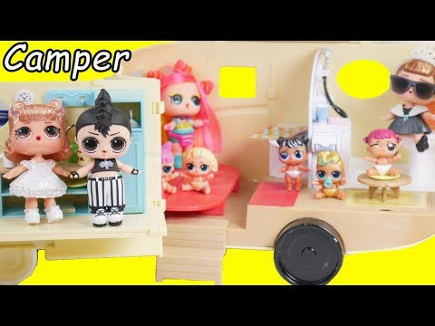 Barbie LOL Surprise Dolls Babysit Lil Sisters In Morning Routine Camper