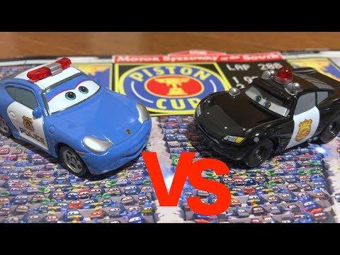 Disney Pixar Cars : Race : Police car Lightning VS Police car Sally : TOMICA