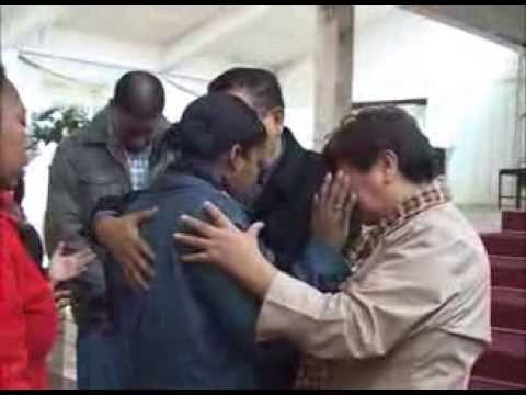Pastor Cubano José Figueroa en el Centro Cristiano Restaurando Vidas